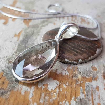 Kristall Tropfen in Silber